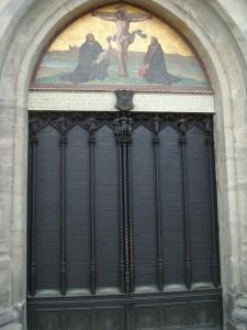 De zogeheten stellingendeur van de Hofkapel in Wittenberg, waarop Maarten Luther op 31 oktober 1571 zijn 95 stellingen timmerde, de 'geboorteacte' van alle reformatorische kerken