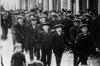 Vlöggln rond 1910, met opa Bernard