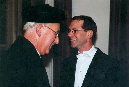 Nico Habermehl na zijn promotie in 2000 tot doctor aan de Leidse universiteit.