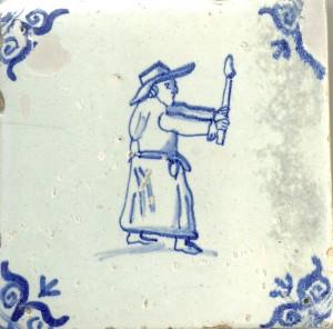 Een geestelijke met een brandende kaars. Hoewel openlijke uitoefening van het katholicisme verboden was, werden dit soort tegels toch geproduceerd