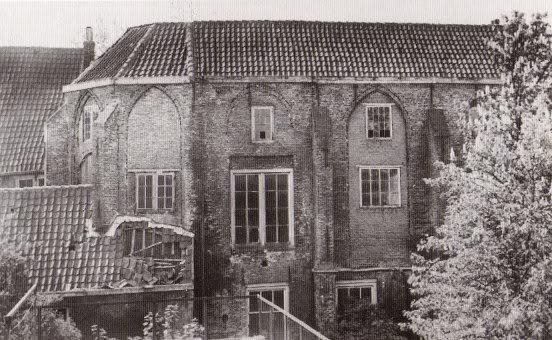 De Pauluskapel van het Collatiehuis, kort voor de afbraak. Hier werd in 1601 een looihal in gevestigd