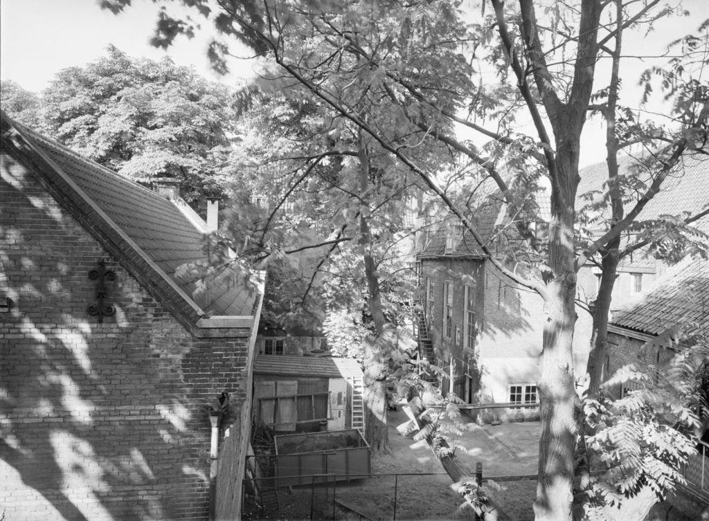 De achterzijde van de Looyhalle, kort voor de afbraak van het complex