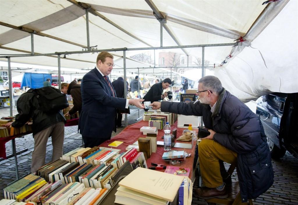 Oud-minister Van der Steur bij handelaar Paul