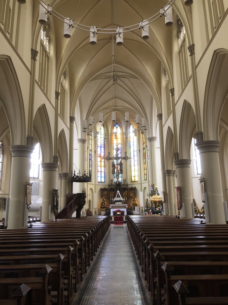 Interieur van de neogotische kerk van Harlingen